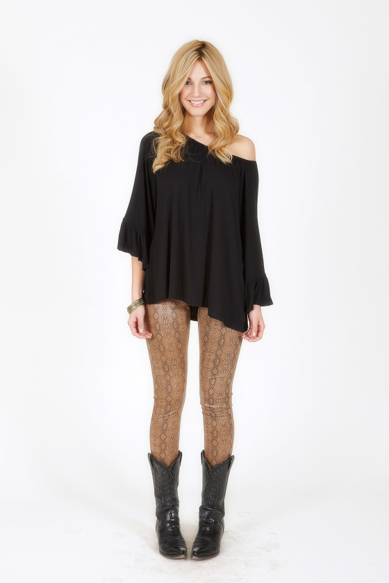 2tee Couture snakeskin leggings and oversized ruffle top